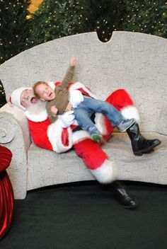Bad Santa Photo ... these are so funny (check out all the wacky photos for a good laugh on Ellen Degeneres' website)