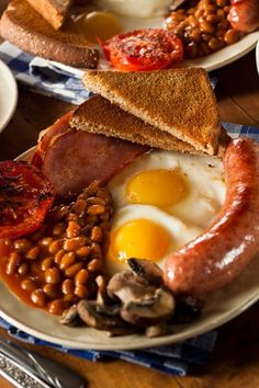 Eating well gives a spectacular joy to life and contributes immensely to goodwill and happy companionship. American Breakfast, Bon Appetit, Sausage, Good Food, Meat, English, Books, Libros, Sausages