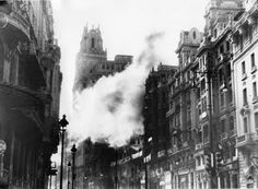 Durante los bombardeos de los nacionalistas de Franco contra la Gran Vía de Madrid, muchos obuses no explotaban, aunque es obvio que algunos sí. Pero los grandes edificios sobrevivieron.
