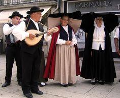 Trajes típicos - Ovar Folk Costume, Costumes, Folk Clothing, Spain And Portugal, My Heritage, Santa Maria, Portuguese, Panama Hat, Dress Up
