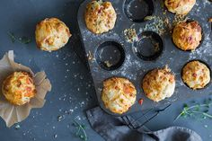 Oppskrift på matmuffins med tre ulike fyll. Griddle Pan, Nom Nom, Muffins, Breakfast, Recipes, Barn, Food, Red Peppers, Grill Pan