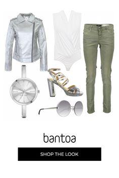 Occhiali tondi che richiamano il quadrante dellorologio nella forma e nel colore. Body camicia bianco jeans grigi, giubbino argento e sandalo col tacco. Body, Outfits, Fashion, Shape, Ballet Flat, Outfit, Suits, La Mode, Clothes