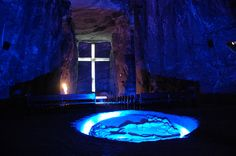 Salt Cathedral of Zipaquirá Salt Cathedral of Zipaquirá – an underground Roman Catholic church built in tunnels salt mine 200 meters underground in a Halite mountain near the town of Zipaquirá Colombia. Religious Architecture, Architecture Details, Church Architecture, Modern Architecture, Monuments, Colombian Cities, Sea Ranch, Place Of Worship, Roman Catholic