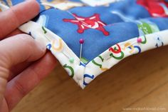 binding with back fabric - how to make a corner for quilts