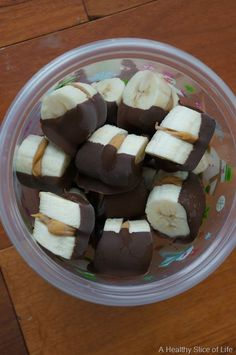 Frozen Chocolate-Dipped Peanut Butter Banana Bites - quick and easy healthy snack! (Think of using Nutella instead!) #healthgradeswellness #fuelsnackattack