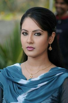 Pooja Bose Sexy Wallpaper - Pooja Bose Rare and Unseen Images, Pictures, Photos & Hot HD Wallpapers Beautiful Girl Photo, Beautiful Girl Indian, Most Beautiful Indian Actress, Cute Beauty, Beauty Full Girl, Beauty Women, Beauty Girls, Beautiful Bollywood Actress, Beautiful Actresses