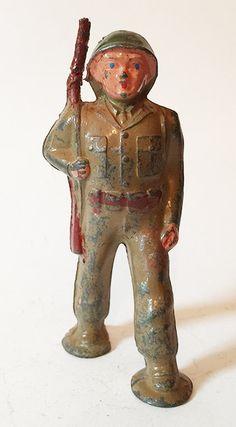 Vintage Barclay B260 Pod 988 pie soldado que marchaba con la pistola colgada del hombro figura de plomo de juguete (1)