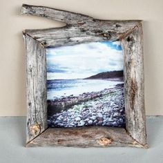 You need a diy photo frame for tagging a photo on wall. We have some diy ideas for if you are intrusted in to make a diy photo frame by yourself. Unique Picture Frames, Picture Frame Decor, Wooden Picture Frames, Picture On Wood, Wood Photo, Wood Frames, Diy Photo, Cadre Photo Diy, Rustic Pictures