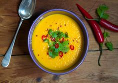 gulrotsuppe med chili, appelsin og ingefaer Thai Red Curry, Chili, Soup, Meat, Ethnic Recipes, Desserts, Tailgate Desserts, Deserts, Chilis