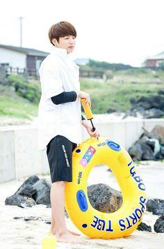 Kookie's sunbaenim left him to pump the floaty alone :(