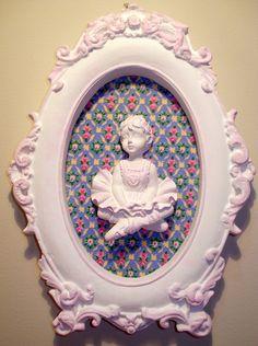 Quadro em estilo provençal com pátina rosa e tecido 100% algodão. Pode ser pintado em outras cores, com outras estampas ou espelho (consulte-nos). R$20,00