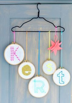 DIY - Christmas Deco with embroidery hoops Noel Christmas, Simple Christmas, Christmas Crafts, Christmas Decorations, Christmas Ornaments, Christmas Tables, Nordic Christmas, Navidad Simple, Navidad Diy