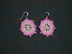 Yellow, Pink and Sparkly: Compass Rose Earrings..free pattern!
