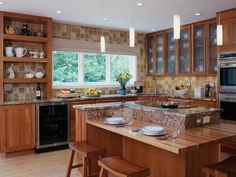 South Lyon's premier kitchen and bath design showroom. Traditional Modern Kitchens, South Lyon, Bath Store, Kitchen And Bath Design, Bathroom Renovations, Kitchen Remodel, Family Room, Dining, Interior Design