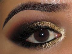 Maquiagem dourada e preto