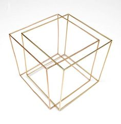 MARIJKE DE GOEY 1947 - Double cubical bracelet one cube 14carat red-gold one cube 14carat yellow-gold total weight 24,29 grams design1986 execution 1997 in the series Cubical Jewellery in wooden box