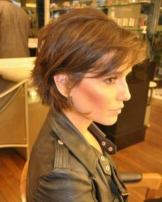 40 Fabulous Short Layered Haircuts More realistic & pheasible cut for my fine hair Short Hairstyles For Women, Messy Hairstyles, Hairstyle Ideas, Hairstyles 2018, Short Layered Hairstyles, Celebrity Short Hairstyles, Brown Hairstyles, Fashion Hairstyles, Straight Hairstyles