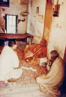 The Ontological Position of Srila Prabhupada's Place of Bhajana at Sri Sri Radha-Damodara Mandira Hare Krishna, Krishna Sudama, Krishna Pictures, Krishna Images, Ram Hanuman, Saints Of India, Sita Ram, Srila Prabhupada, Bhagavad Gita