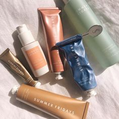 #summerfridays #skincare Daily Beauty Routine, Beauty Routines, Beauty Bar, Clean Beauty, Beauty Tips, Flatlay Makeup, Top Skin Care Products, Hydrating Mask, Dry Lips