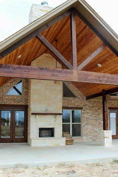 Harper Custom Homes: A Home with Texas Country Flare - Farmhouse Plans Texas Country Homes, Texas Style Homes, Country Home Exteriors, Ranch Style Homes, Texas Ranch Homes, Metal Barn Homes, Metal Building Homes, Pole Barn Homes, Building A House