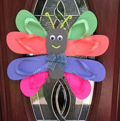 28 New Ideas For Beach Classroom Door Decorations Flip Flops Wreath Crafts, Diy Wreath, Wreath Ideas, Burlap Wreath, Flip Flop Craft, Decorating Flip Flops, Flip Flop Wreaths, Butterfly Decorations, Deco Mesh Wreaths