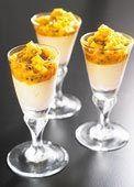 Häll upp moussen i vackra portionsglas och toppa med mango och passionsfrukt.
