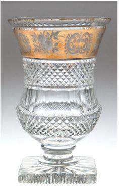 Kristallvase, Steineldekor und Floralschliff auf goldener Bordüre, H. — Varia
