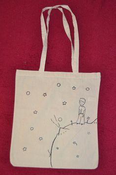 Bavlněná ručně malovaná taška Krásná, bavlněná, ručně malovaná taška. Rozměry 42 cm x 38 cm. Dlouhé uši - vhodné na nošení přes rameno. Lze namalovat i Váš vlastní motiv ;) Tods Bag, Diy Cadeau, Painted Bags, Diy Bags Purses, Fabric Gift Bags, Diy Tote Bag, Embroidery Bags, Shopper Bag, Cloth Bags