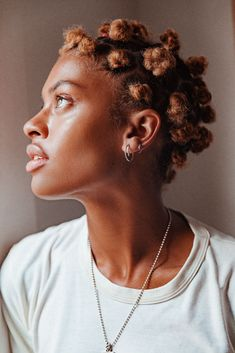 The Soul Singer On A Natural Hair Journey | Into The Gloss / bantu knots Fotografie Portraits, Curly Hair Styles, Natural Hair Styles, Bantu Knots, Black Girl Aesthetic, Brown Skin Girls, Hair Reference, Natural Hair Journey, Afro Hairstyles