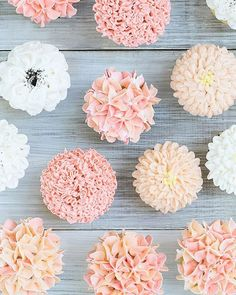 Cupcake Frosting Ideas - Floral Frosting Cupcakes - Floral Frosting Cupcakes – Sugar and Charm – sweet recipes – entertaining tips – lifestyle - Frost Cupcakes, Cupcakes Flores, Hydrangea Cupcakes, Flower Cupcakes, Spring Cupcakes, Fancy Cupcakes, Pretty Cupcakes, Diy Wedding Cupcakes, Wedding Desserts
