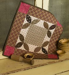 Martingale - Small and Scrappy Pint Size Patchwork Quilts Using Reproduction Fabrics Kathleen Tracy Primitive Quilts, Antique Quilts, Vintage Quilts, Small Quilt Projects, Quilting Projects, Quilting Ideas, Quilting Designs, Small Quilts, Mini Quilts