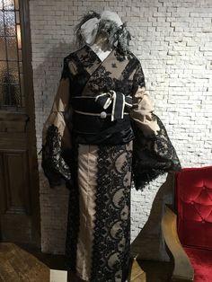 Traditional Japanese Kimono, Japanese Geisha, Japanese Beauty, Winter Kimono, Modern Kimono, Kimono Design, High Fashion, Womens Fashion, Yukata
