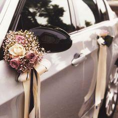 Auto Spiegel-/ Türstrauß, € - Wedding World Wedding Car Decorations, Wedding Favors, Wedding Bouquets, Decor Wedding, Wedding Goals, Dream Wedding, Wedding Day, Just Married Car, Bridal Car