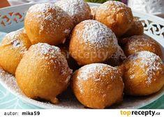 Jogurtové rychlokoblížky s povidly recept - TopRecepty.cz Pretzel Bites, Sweets, Bread, Food, Good Stocking Stuffers, Goodies, Meals, Candy, Breads