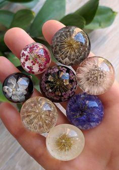 Handmade ring with a real dandelion in epoxy resin, Bohemian ring - Handmade ri. - DIY 与手工艺品 - Handmade ring with a real dandelion in epoxy resin, Bohemian ring – Handmade ring with a real da - Diy Resin Art, Epoxy Resin Art, Diy Resin Crafts, Diy Crafts To Sell, Diy Crafts For Kids, Diy Epoxy, Resin Jewelry Making, Resin Jewlery, Diy Jewelry