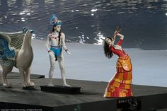 Performers dressed as ancient greek statues/Olympic Games 2004 Athens/Opening Ceremony Olympic Badminton, Olympic Gymnastics, Olympic Games, 2004 Olympics, Summer Olympics, Ages Of History, Olympics Opening Ceremony, Greek Statues, Minoan