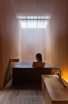 The most perfect bathroom to relax, ofuro style Bathroom Spa, Bathroom Interior, Concrete Bathroom, Wooden Bathroom, Bathroom Faucets, Bathroom Lighting, Interior Exterior, Interior Architecture, Sustainable Architecture