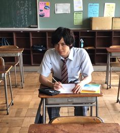 Mood Indigo, Hanyu Yuzuru, Japanese Artists, Series Movies, Death Note, Desk, Handsome Guys, Thailand, Drama