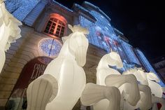 #soleilsdhiver Pour l'occasion, le public était aussi accueilli par les chevaux géants de la compagnie des Quidams. (Photo: Thierry Bonnet/Ville d'Angers)