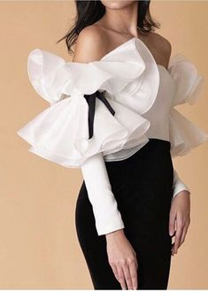 Womens Fashion - Fashion-Cute white shirt with ruffles Women Fashion Fashion Details, Look Fashion, Womens Fashion, Fashion Design, Fashion Styles, Retro Fashion, Winter Fashion, Fashion Tips, Mode Outfits