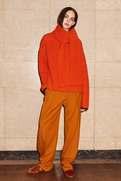 See the complete Victoria Victoria Beckham Pre-Fall 2017 collection.