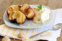 Gegrillte Nektarinen mit Amarettocreme / Grilled Nectarines with Amaretto cream Baked Potato, Grilling, Garlic, Potatoes, Cream, Vegetables, Ethnic Recipes, Food, Bakken