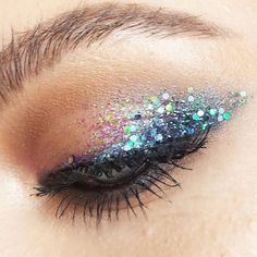 Eye makeup is able to enhance your natural beauty and help to make you look dazzling. Find out the way in which to apply make-up so that you can show off your eyes and impress. Learn the most beneficial tips for applying make-up to your eyes. Eye Makeup Glitter, Blue Eye Makeup, Eye Makeup Tips, Smokey Eye Makeup, Makeup Inspo, Makeup Hacks, Makeup Inspiration, Makeup Ideas, Sparkle Makeup