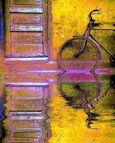 Bicycle in China - ©Jim Zuckerman (via BetterPhoto)