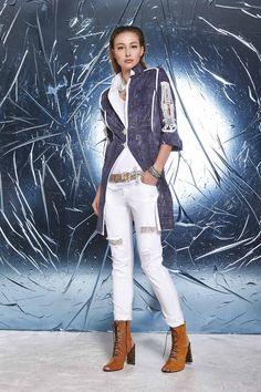 DANIELA DALLAVALLE - Lookbook Blu #woman #PE17 #danieladallavalle #elisacavaletti #shoes #trousers #belt #shirt #necklace #jacket