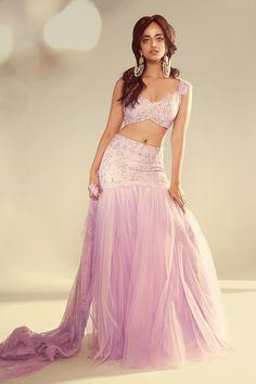 Designer Party Wear Dresses, Designer Gowns, Gown Dress Online, Vogue Wedding, Indian Designer Suits, Wedding Show, Indian Couture, Lehenga, Prom Dresses