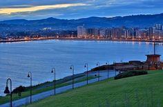 Playa de San Lorenzo, Gijón, Asturias, España. Fuente http://instagram.com/laventanadealfredo