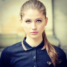 Fred Perry Girl Fred Perry, Mod Look, Mod Girl, Vespa Girl, Cycle Chic, Rude Boy, Street Culture, Skinhead, Ben Sherman