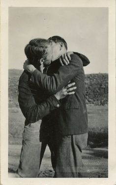 The World has always been a little bit Queer My Darling Couples Vintage, Vintage Kiss, Vintage Love, Vintage Men, Lgbt Couples, Cute Gay Couples, Gay Aesthetic, Couple Aesthetic, Aesthetic Vintage