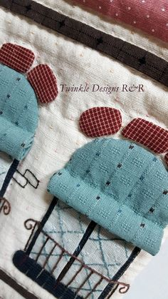House Quilts, Fabric Houses, Sewing Art, Sewing Crafts, Sewing Pockets, Hand Work Embroidery, Animal Quilts, Crochet Handbags, Wool Applique